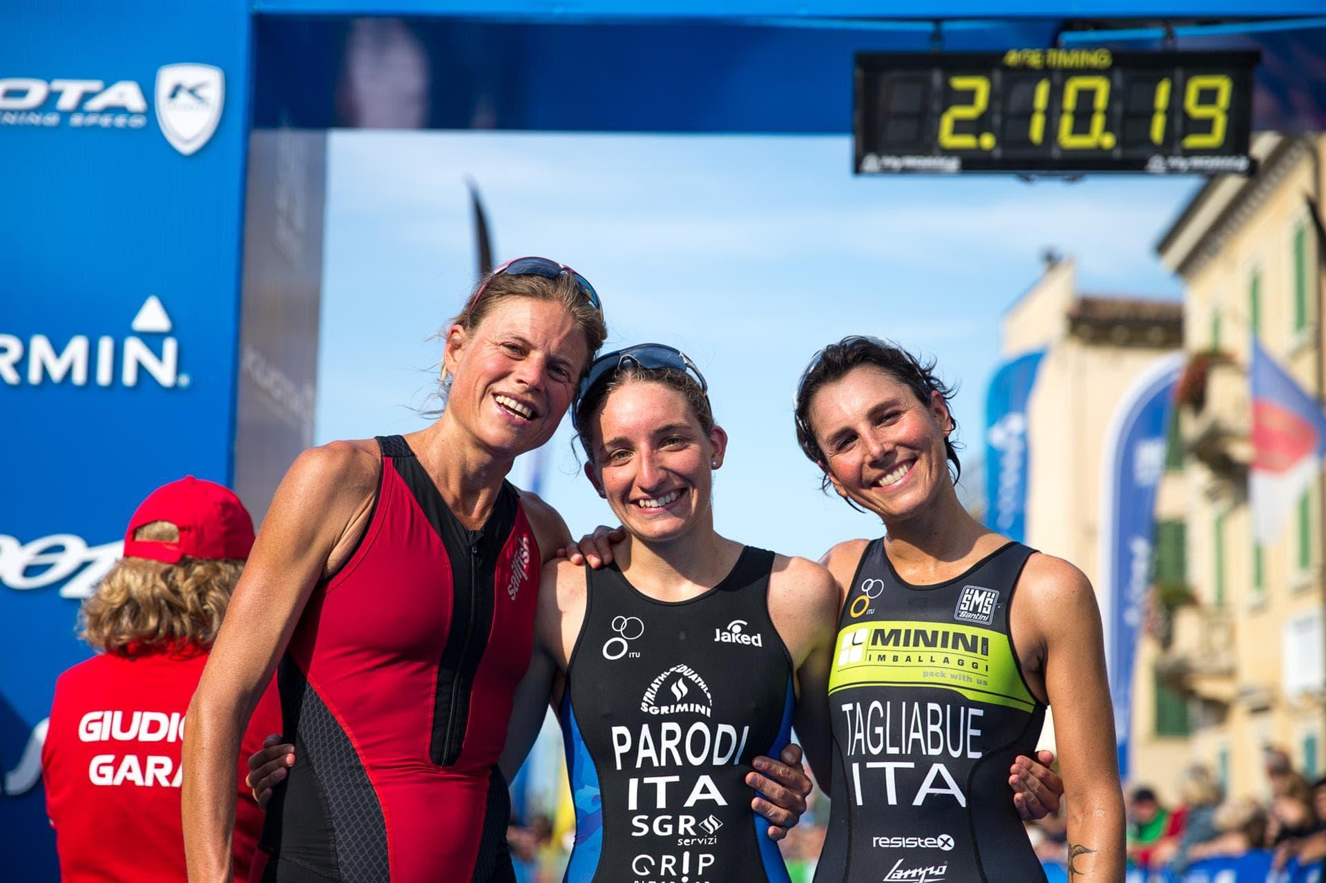 Il podio femminile del triathlon olimpico vinto da Federica Parodi al Kuota TriO Peschiera 2017