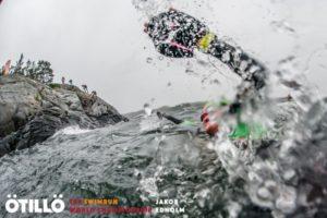 Vento forte e mare molto mosso hanno messo ulteriormente alla prova i 148 team al via dell'Otillo Swimrun World Championship 2017 (Foto ©Otillo Swimrun WC / Jacob Edhold)