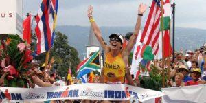 Lori Bowden, nel 1999, portò, per la prima volta, la maratona femminile sotto le 3 ore, fermando il cronometro a 2:59:16 (Foto ©IRONMANtri)