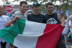 Uno a fianco all'altro, alla Parata delle Nazioni dell'Ironman Hawaii 2017, ecco i 3 PRO azzurri: da sinistra, Alessandro Degasperi, Daniel Fontana e Giulio Molinari