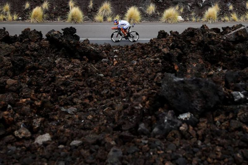Gran parte del percorso ciclistico dell'Ironman Hawaii si sviluppa in un territorio lavico e desertico (Photo ©Tom Pennington/Getty Images for Ironman