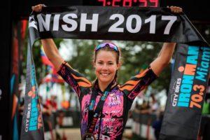 L'australiana Ellie Salthouse vince l'Ironman 70.3 Miami 2017, davanti alla canadese Angela Naeth e alla britannica Sarah Lewis (Foto ©Talbot Cox)