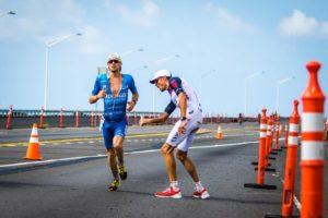 """Jan Frodeno e Patrick Lange, il """"passaggio del testimone"""" all'Ironman World Championship Hawaii 2017 (Foto ©Frank Hau)"""