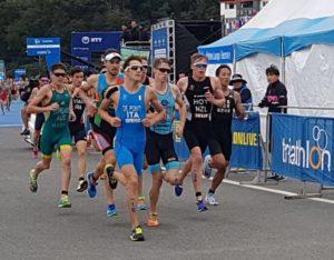 """Massimo De Ponti centra il sesto posto nella Tongyeong ITU World Cup 2017 grazie a una frazione di corsa """"giocata"""" all'attacco (Foto ©F.I.Tri.)"""