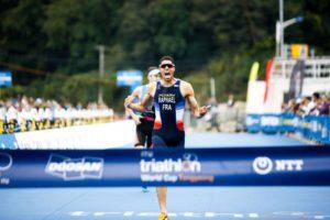 Il francese Aurelien Raphael vince per la prima volta una tappa di ITU World Cup, salendo sul gradino più alto del podio a Tongyeong (Foto ©ITU Media / Tommy Zaferes)