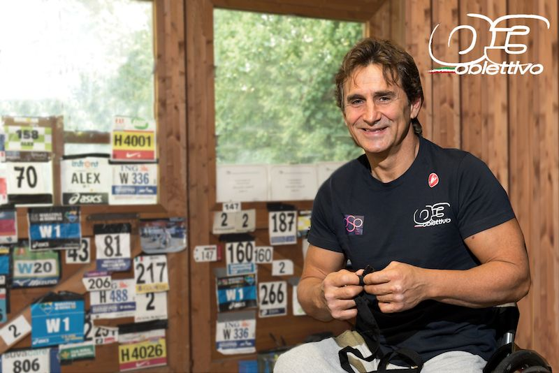 Alex Zanardi al via della Firenze Marathon con Obiettivo 3