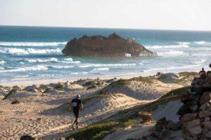 Il Boa Vista Ultra Trail mette alla prova i concorrenti su diversi terreni: dalla sabbia allo sterrato sino alla ghiaia e all'acciottolato di pietra lavica
