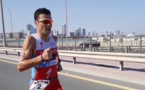 Javier Gomez, nell'Ironman 70.3 Bahrain 2017, non è riuscito a colmare il gap con il duo di testa: Kristian Blummenfelt e Terenzo Bozzone (Foto ©triatletasenred)