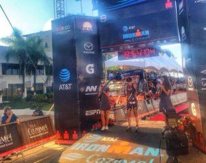Lisa Roberts vince l'Ironman Cozumel 2017, davanti a Kirsty Jahn e Sonja Tajsich