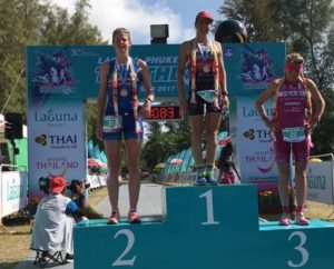 Amelia Rose Watkinson vince il Laguna Phuket Triathlon 2017, davanti a Imogen Simmonds e Yvonne van Vlerken (Foto ©Laguna Phuket Triathlon)