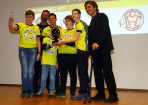 Alex Zanardi premia Pierluigi Righetti e i Bambini Terribili al Gala del Triathlon 2018 (Foto ©PhotoToday / Francesca Soli)