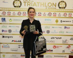 Veronica Yoko Plebani si aggiudica il Premio Paratriathlon al Gala del Triathlon 2018 (Foto ©Sergio Tempera)