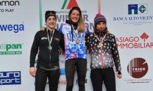 Sandra Mairhofer, all'esordio in una gara di winter triathlon, vince e indossa la maglia tricolore 2018, ad Asiago (VI), precedendo la compagna di team Bianca Morvillo e Chiara Novelli (Olimpic Triathlon)
