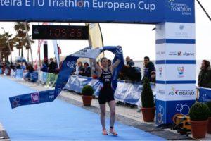 La francese Pauline Landron, domenica 25 marzo 2018, è la più veloce all'ETU Junior European Cup di triathlon a Quarteira, in Portogallo (Foto @usdbrandingdesportivo)