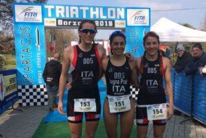DDS Power: Luisa Iogna Prat ha preceduto al traguardo del Triathlon Sprint di Barzanò le compagne di squadra Beatrice Taverna e Francesca Invernizzi (Foto ©FCZ.IT)