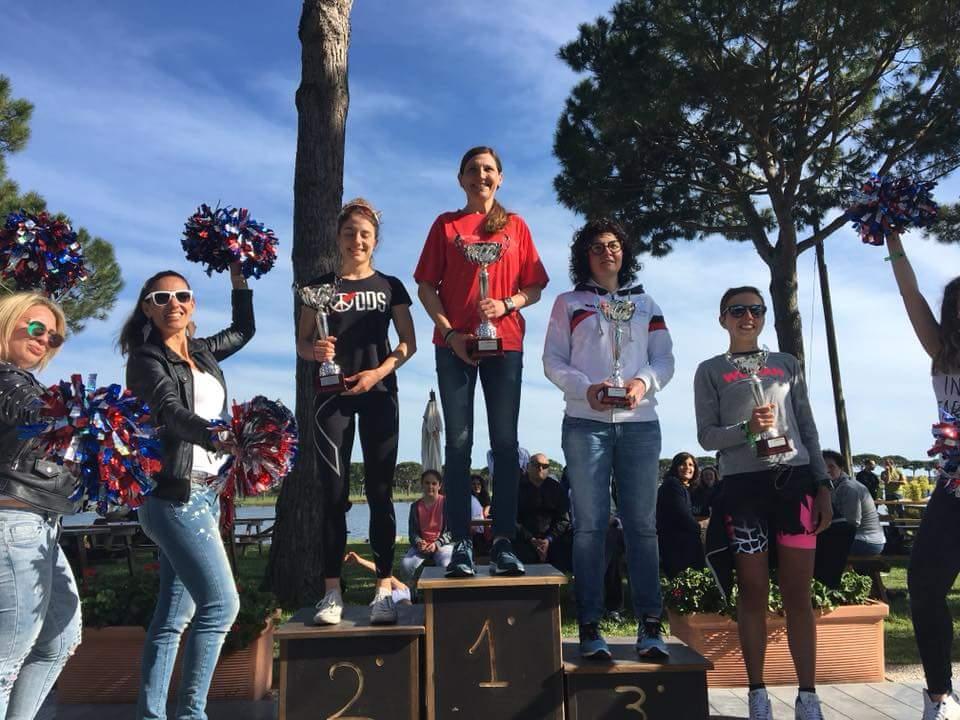 Il podio assoluto femminile dell'Irondelta Medio di Primavera vinto da Elisabetta Villa
