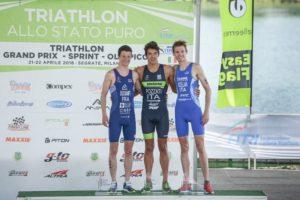 I top 3 della prima tappa del Grand Prix Triathlon Italia 2018, Milano Idroscalo: Felix Duchampt (TD Rimini) 2°, Gianluca Pozzatti (707 Triathlon) 1° e Davide Uccellari (G.S. Fiamme Azzurre) 3° - Foto ©FiTri / Tiziano Ballabio)