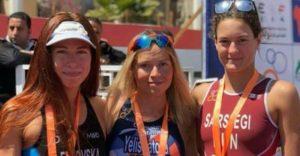 Il podio femminile dell'ATU Triathlon Sprint corso a Sharm El Sheikh sabato 31 marzo 2018: Yuliya Yelistratova (1^), Kseniia Levkovska (2^) e Noémi Sárszegi (3^)