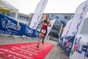 Matteo Morelli si è aggiudicato il 5° Triathlon Sprint Città di Pinerolo con un tempo di 00:58:04, vincendo la volata su Davide Bajo (PPRTeam)