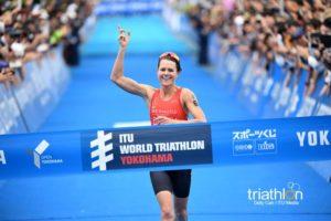 Flora Duffy è salita sul gradino più alto del podio all'ITU World Triathlon Yokohama 2018 (Foto ©Delly Carr / ITU Media)
