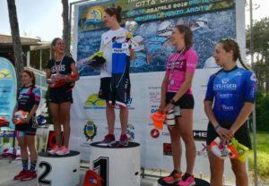 Elisa Marcon (The Hurricane Team) ha vinto il Triathlon Città di Lignano 2018 davanti a Luisa Iogna-Prat (DDS) e Francesca Crestani (Tri RN Marostica). Quarta, Alice Maggio (CY Laser Tri Schio) e quinta Elisa Monacchini (Dermovitamina B-Side) - Foto ©The Hurricane Team