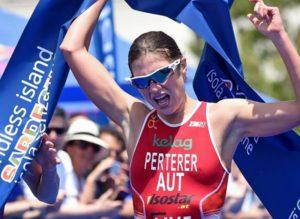 L'austriaca Lisa Perterer conquista al fotofinish la 6^ tappa dell'ITU Triathlon World Cup disputata a Cagliari sabato 2 giugno 2018 (Foto ©WorldTriathlon)
