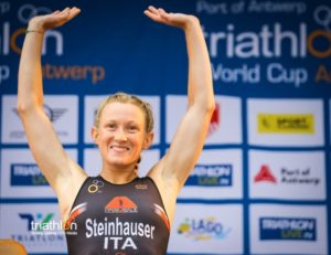 Il sorriso da... podio dell'italiana Verena Steinhauser, splendida terza all'ITU World Cup Anversa 2018. (Foto ©ITU Media / Tommy Zaferes)