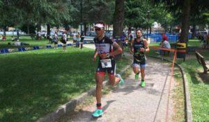 Giovanni Nucera (Tri Evolution) e Marco Corti (Zerotrenta Triathlon) si sono giocati la vittoria fino agli ultimi... 100 metri