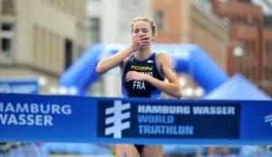 Sabato 14 luglio, ad Amburgo (Germania), la francese Cassandre Beaugrand firma la sua prima vittoria in una tappa delle ITU World Triathlon Series (Foto ©ITU Media / Janos Schmidt)