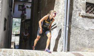 L'italiana Sandra Mairhofer sale sul terzo gradino del podio dell'XTERRA Italy Lake Scanno 2018