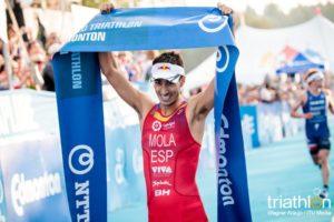 Lo spagnolo Mario Mola, due volte campione del mondo e primo indiscusso nel ranking ITU 2018, firma anche l'ITU World Triathlon Edmonton 2018 (Foto ©ITU Media / Wagner Araujo)