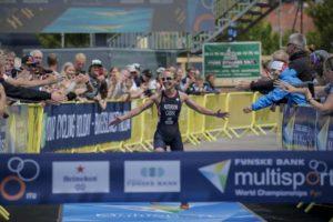 La britannica Lesley Paterson vince il Mondiale di Cross Triathlon 2018, a Fyn, in Danimarca (Foto ©ITU Media / Wagner Araujo)