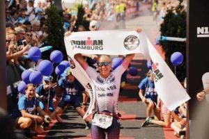 L'australiana Sarah Cownley firma l'Ironman Hamburg 2018 corso il 29 luglio