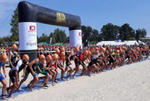 La partenza della gara Elite maschile dell'XTERRA European Championship 2018, a Zittau (Germania), sabato 18 agosto