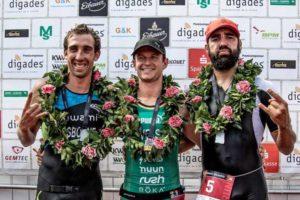 Il podio maschile dell'XTERRA European Championship 2018: il neozelandese Sam Osborne (2°), il sudafricano Bradley Weiss (1°) e lo spagnolo Roger Serrano (3°). - Foto ©Carel Du Plessis