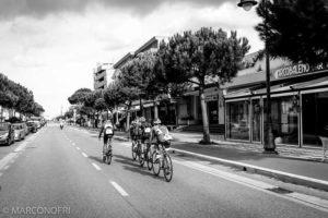 Il percorso ciclistico del Triathlon di Cesenatico è molto veloce e comporta continui rilanci (Foto ©Matteo Oltrebella)