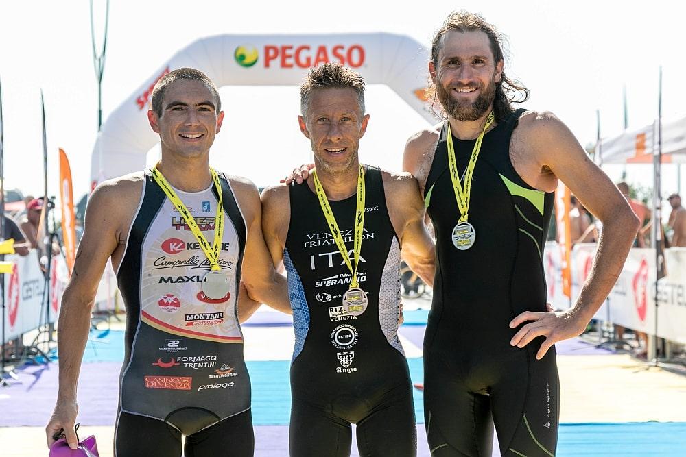 Il podio di Aquaticrunner 2017: vince Massimo Guadagni davanti a Faris Al Sultan e Francesco Cauz