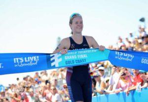 L'americana Taylor Knibb, dopo l'oro ai Mondiali Junior di triathlon dello scorso anno, fa suo il titolo iridato 2018 cat. U23 in Gold Coast (Foto ©Tommy Zaferes)