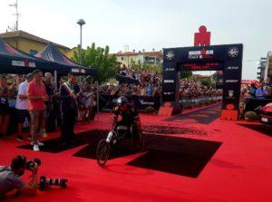 Alex Zanardi è stratosferico: all'Ironman Italy 2018 ferma il cronometro a 8:26:06 stabilendo il nuovo record mondiale su full distance per atleti disabili