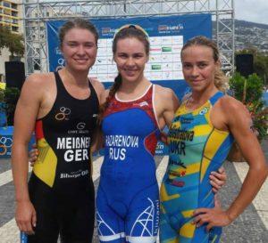 La russa Alexandra Razarenova si aggiudica la finale dell'ETU Sprint Triathlon European Cup a Funchal (POR) davanti alla tedesca Lena Meißner e all'ucraina Yuliya Yelistratova.
