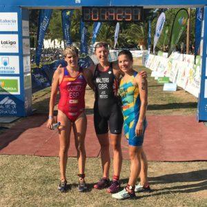 La britannica Nicole Walters, a Ibiza, si laurea campionessa europea di cross triathlon 2018. La spagnola Laura Gomez è argento, l'ucraina Sofiya Pryyma bronzo.