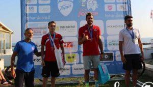 Marco Brutti (Purosangue Athletics Clu) è salito sul gradino più alto del podio del Triathlon Sprint Santa Marinella 2018. Secondo è arrivato Mattia Parrino (B4S-TTT), terzo Alessandro Braga (Nova Triathlon). Foto ©Susy@57)