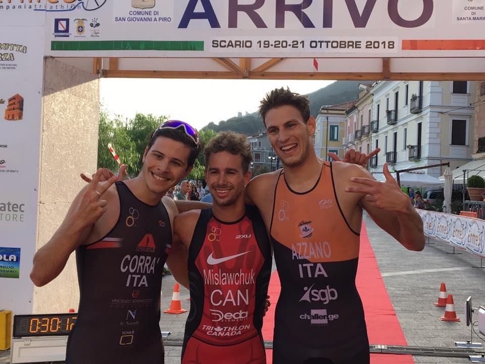 Tyler Mislawchuk (Project Ultraman Le Naiadi) è il più veloce nella tappa finale del Grand Prix Triathlon 2018 disputata a Scario (SA) venerdì 19 ottobre. Il suo compagno di squadra Marco Corrà è secondo, Nicola Azzano (The Hurricane) terzo. (Foto ©FiTri)
