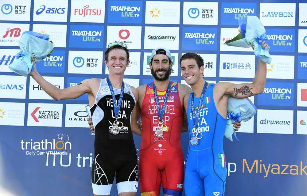 I video della finale dell'ITU Triathlon World Cup 2018 a Miyazaki si tingono di azzurro
