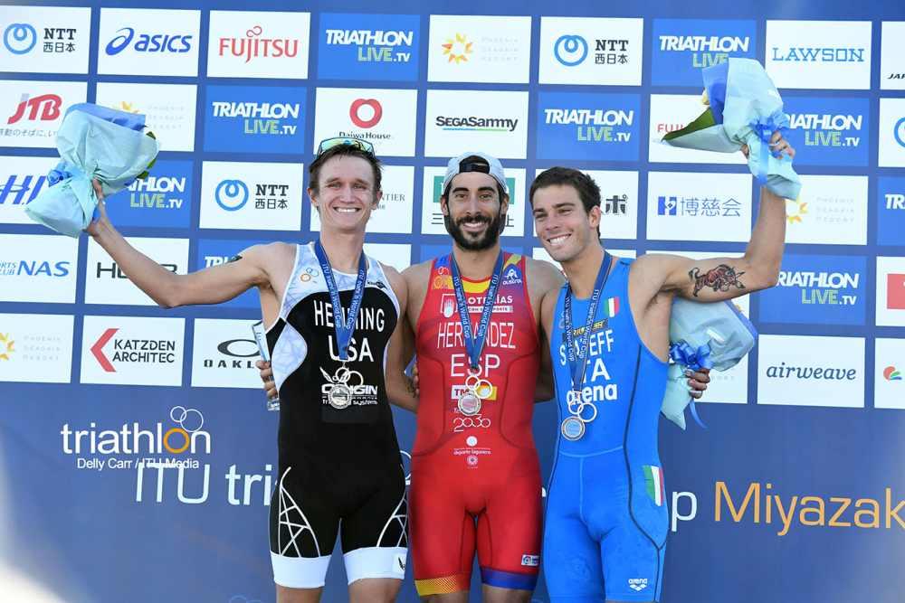 L'azzurro Delian Stateff è terzo alla tappa finale dell'ITU Triathlon World Cup 2018, corsa a Miyazaki (Giappone) il 10 novembre. Primo è lo spagnolo Vicente Hernandez, secondo lo statunitense Eli Hemming (Foto ©ITU Media / Delly Carr)