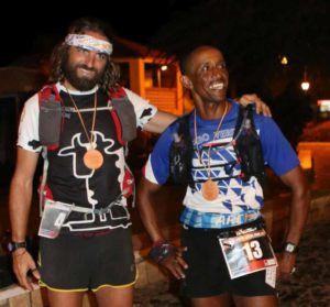 Il capoverdiano Orlando Silva Tavares e l'italiano Fabio Caporali, i due protagonisti assoluti della Boa Vista Ultra Marathon 2018.