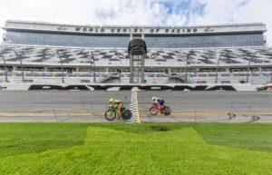 La mitica casa dei motori, il Daytona International Speedway, accoglie il triathlon: il 9 dicembre si è disputato il 1° Challenge Daytona (Foto ©José Luis Hourcade).
