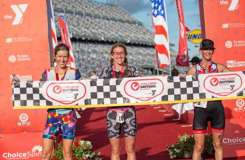 Il podio femminile del 1° Challenge Daytona: la più veloce è stata Sarah Haskins, che ha preceduto Alicia Kaye e Meredith Kessler (Foto ©José Luis Hourcade).