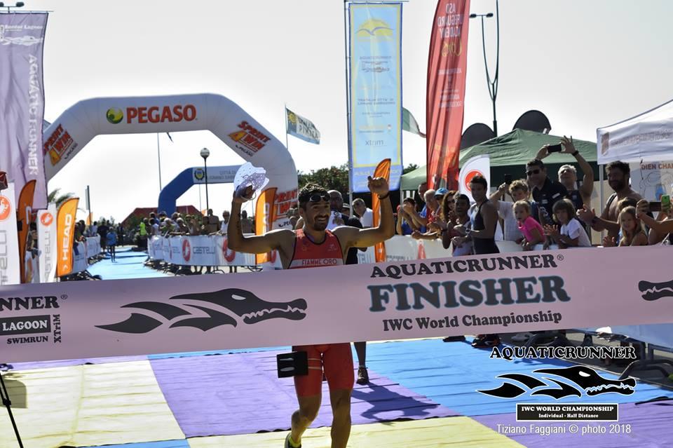 Alberto Casadei (Fiamme Oro) si è laureato campione del mondo di swimrun individuale vincendo il 5° Aquaticrunner Grado-Lignano Sabbadoro corso il 16 settembre 2018 (Foto ©Tiziano Faggiani).