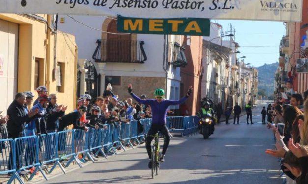 Alistair Brownlee vince una gara ciclistica master in Spagna e… si solleva qualche polemica